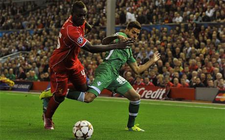 Balotelli abri� el marcador para el Liverpool