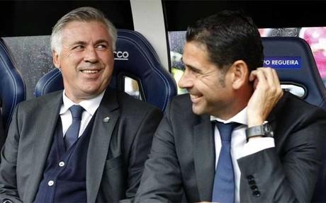 Ancelotti y Hierro se divierten jugando a 'futvoley'