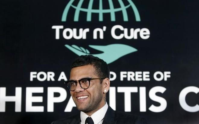 Dani Alves es embajador mundial de una campa�a contra la hepatitis C
