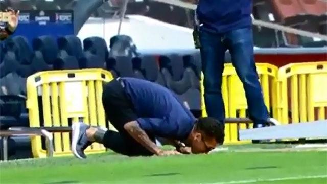 La muestra de amor de Alves por el Barça