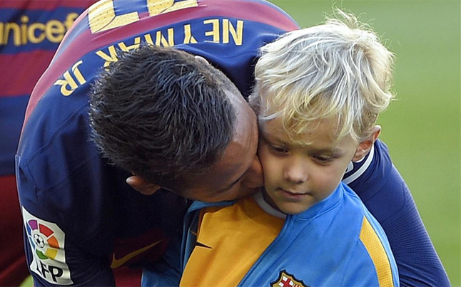 Neymar se fotografi� junto a su hijo Davi Lucca