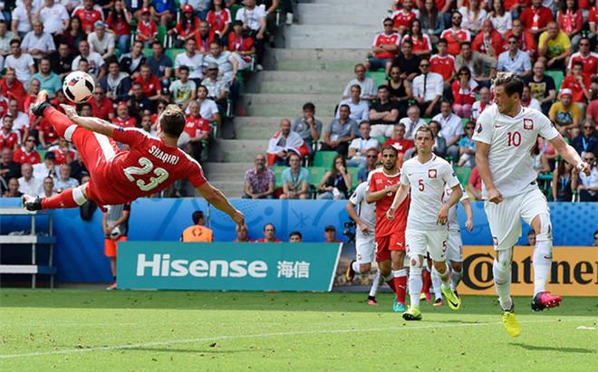 Shaqiri marcó de chilena el mejor gol de la Eurocopa
