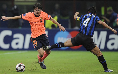 Zanetti y Messi, en una imagen de un Inter-Bar�a de 2009