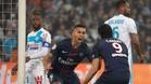 Marquinhos corre hacia Cavani tras marcar el primer gol del PSG