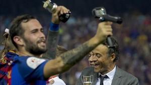 Final feliz entre Luis Enrique y Aleix Vidal en la final de Copa