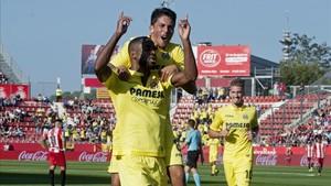 Cédrik Bakambu celebra su segundo gol ante el Girona