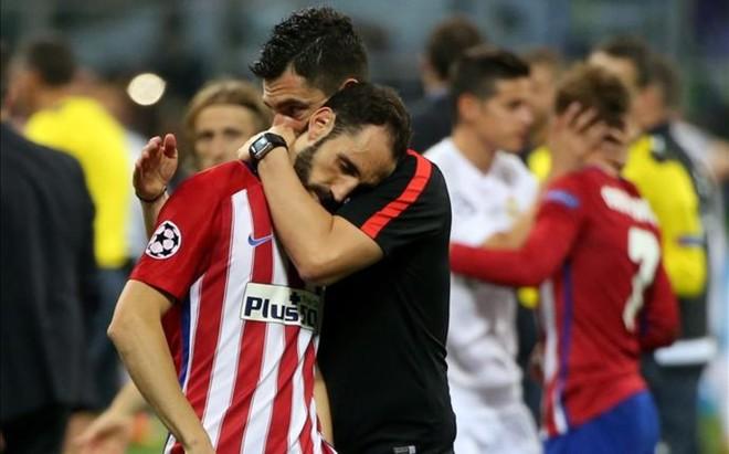 Juanfran, abatido tras el fin del partido disputado en Mil�n