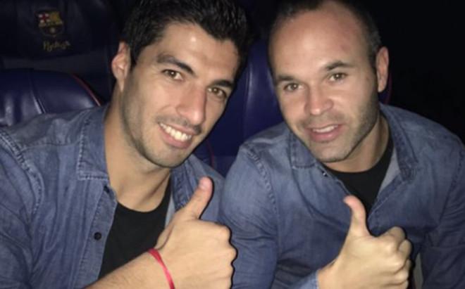 Luis Su�rez y Andr�s Iniesta tras el Valencia-Bar�a en Mestalla (2-3)