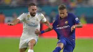Neymar y Carvajal, pugnando por un balón