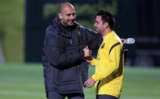Xavi y Guardiola hablan regularmente, seg�n admiti� el egarense