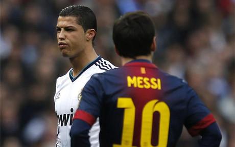 Messi, ante Cristiano Ronaldo durante el encuentro