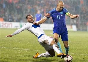 Robben volvió a jugar con Holanda un año después