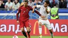 Diego Reyes, marcando a Cristiano Ronaldo durante el Portugal-México