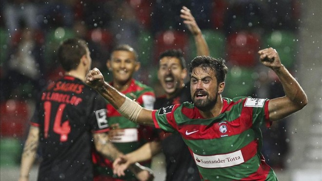 El Benfica tropieza con el Marítimo (2-1) pero sigue líder