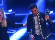 Dani Alves fue protagonista en la gala del 'The Best'