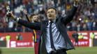 Luis Enrique no se separ� de su reproducci�n en miniatura de la Copa