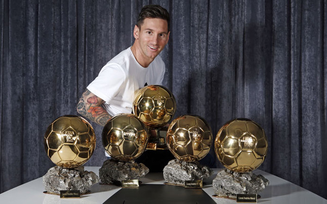 Messi ya luce los cinco Balones de Oro en su domicilio