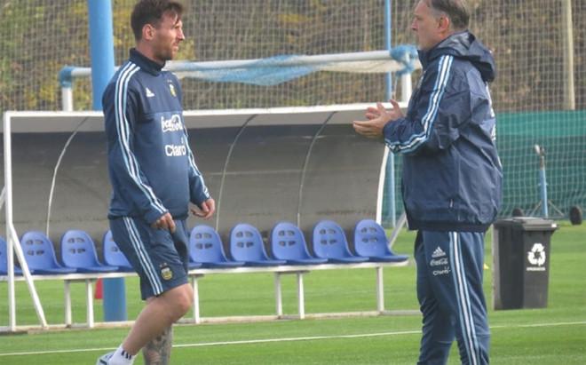 Messi, entrenando con Argentina