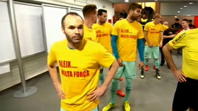 Los jugadores del Barça salieron con camisetas de apoyo a Aleix