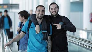 Aleix Vidal con Paco Alcácer en el desplazamiento del Barça a Madrid para disputar el clásico