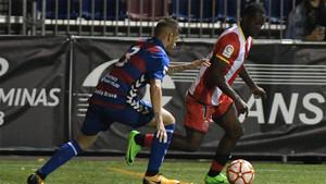 Raúl Fuster y Marlos Moreno, en un lance del partido