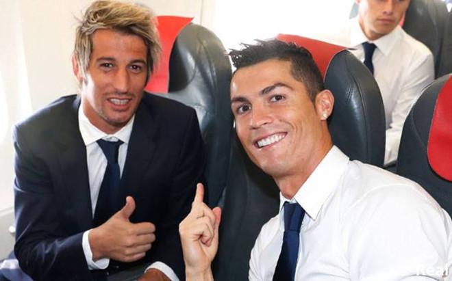 Fabio Coentrao y Cristiano Ronaldo en el desplazamiento del Real Madrid a Dortmund