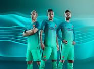 Iniesta, Neymar y Piqu�, modelos para presentar la nueva equipaci�n del Bar�a