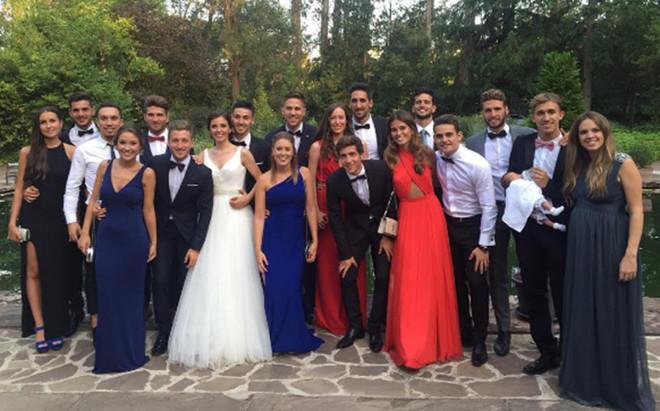 Los ex del Bar�a B y sus parejas junto a Mart� Riverola y Ainhoa