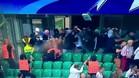 Los ultras del Legia de Varsovia rociaron con gas pimienta a las fuerzas de seguridad durante el Legia-Dortmund