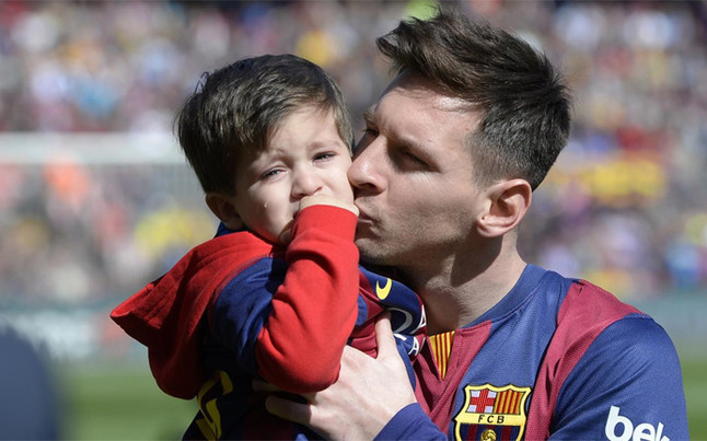 Messi Playing With His Son Messi With His Son Thiago