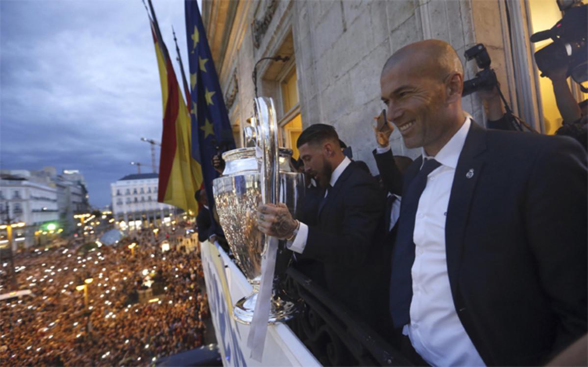 El real madrid celebr la und cima champions en el for Comunidad del sol