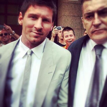 Leo Messi, a la salida del hotel camino de la boda de Andrés Iniesta