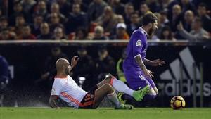 Sergio Ramos vivió un intenso choque con el valencianista Zaza