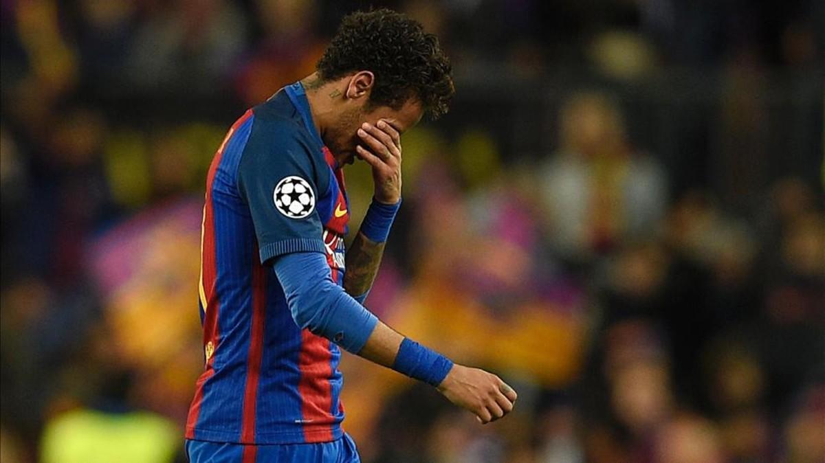 شاهد | نيمار يتشابك بالأيدي مع لاعب برشلونة خلال التدريبات و يغادر النادي غاضباً
