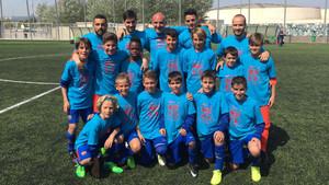 El Alevín A del Barça celebra el título en Cornellà