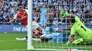Alexis fue decisivo para el Arsenal en Wembley