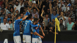 El Nápoles ganó al Niza y tiene un pie en la fase de grupos de la Champions