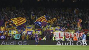 El Camp Nou reclamó la libertad de Jordi Sánchez y Jordi Cuixart
