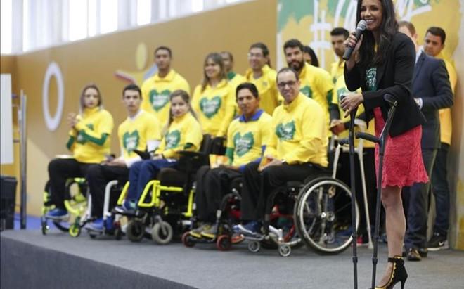 Los atletas paral�mpicos brasile�os, en un acto previo a la disputa de los Juegos