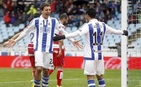 Oyarz�bal agradece a Vela la excelente acci�n que le permiti� lograr su primer doblete en la Liga