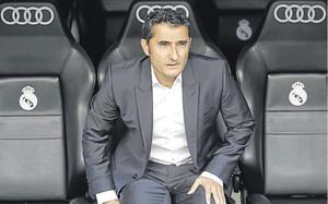 Ernesto Valverde, en el banquillo del Athletic en su visita con los rojiblancos al Santiago Bernabéu