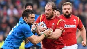 A Gales le costó contener a Italia en la primera mitad, pero luego la arrolló con un parcial de 0-30