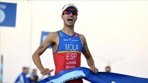 Mario Mola remontó hasta la segunda plaza final