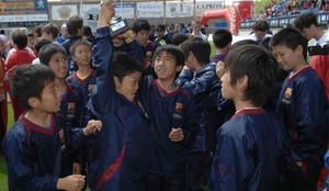 Los niños de la FCBEscola de Fukuoka tuvieron una inesperada visita