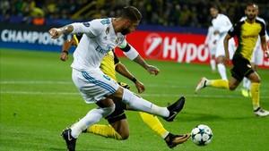 Sergio Ramos, en una acción del partido ante el Dortmund