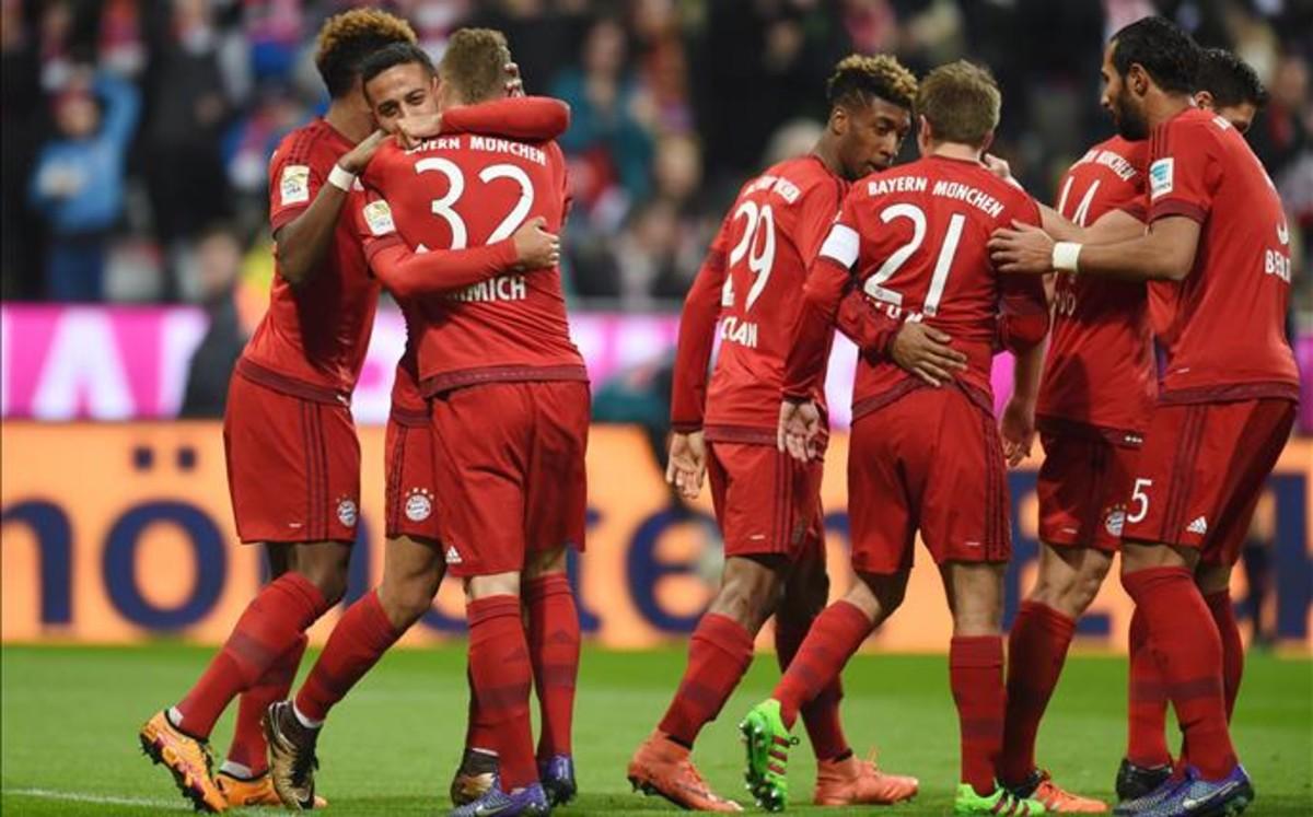 Dobletes de Thiago y M�ller en la goleada por 5-0 del Bayern al Bremen
