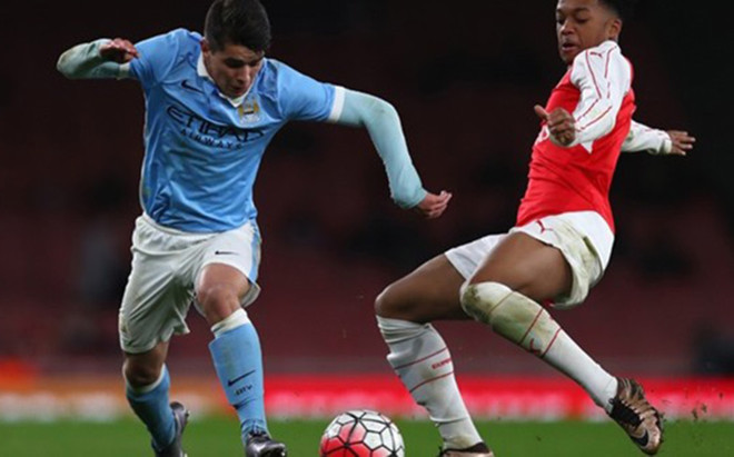 Brahim D�azfirm� su primer contrato profesional con el Manchester City
