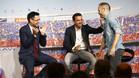 Josep Maria Bartomeu, Xavi Hernández y Andrés Iniesta en el homenaje de despedida del Barça al segundo de ellos en junio de 2015