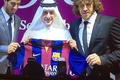 Luis Su�rez y Carles Puyol conAkbar Al Baker, director ejecutivo de Qatar Airways