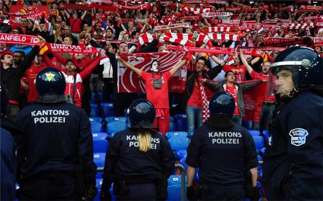 Sevilla y Liverpool han sido sancionados por los incidentes en la final de Basilea